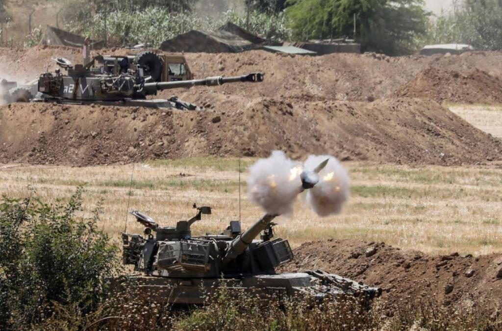 Les troupes d'artillerie de l'armée israélienne à la frontière de Gaza.