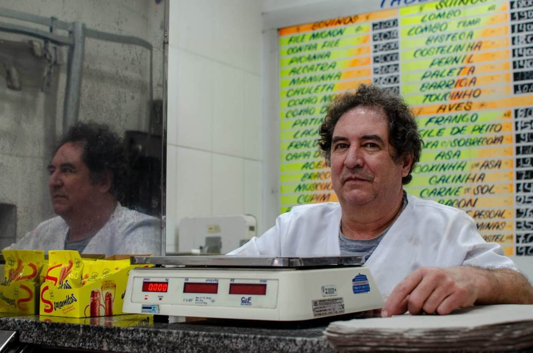 Butcher Silvestre Rodrigues de Oliveira accepts the Sampaio currency in his shop in São Paulo, Brazil. Image credit: Sarita Reed