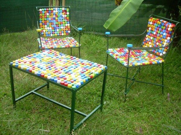 furniture dibuat dari lapisan tutup botol - IDEPROPERTI.COM