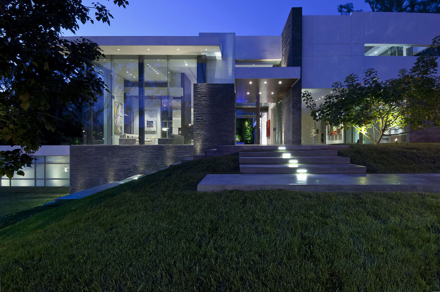Eco-Friendly Modernist Luxury Mansion In Beverly Hills