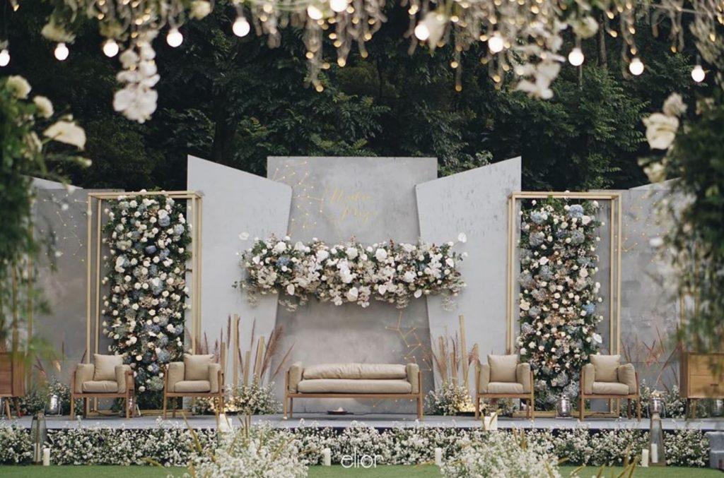 Dekorasi Pelaminan Outdoor Dengan Tema Romantic Elegant