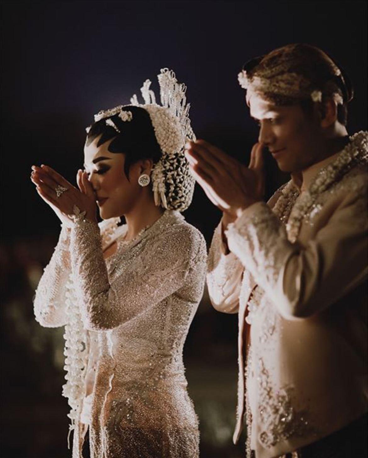 Prosesi Pernikahan Adat dengan berbagai tahap yang di lakukan