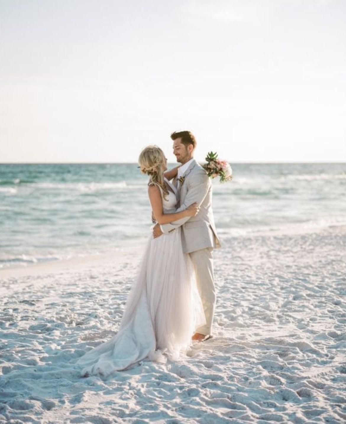 Memilih Pantai Sebagai Tempat Pernikahan