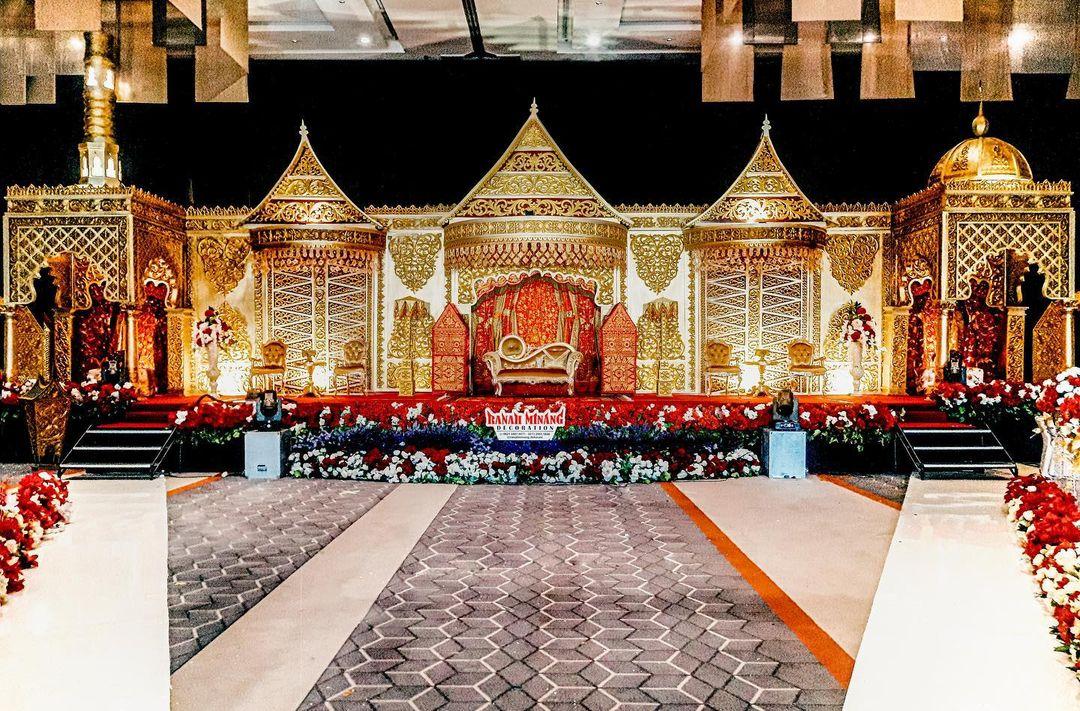 Desain Dekorasi Klasik Dengan Ukiran Rumah Gadang, Minangkabau