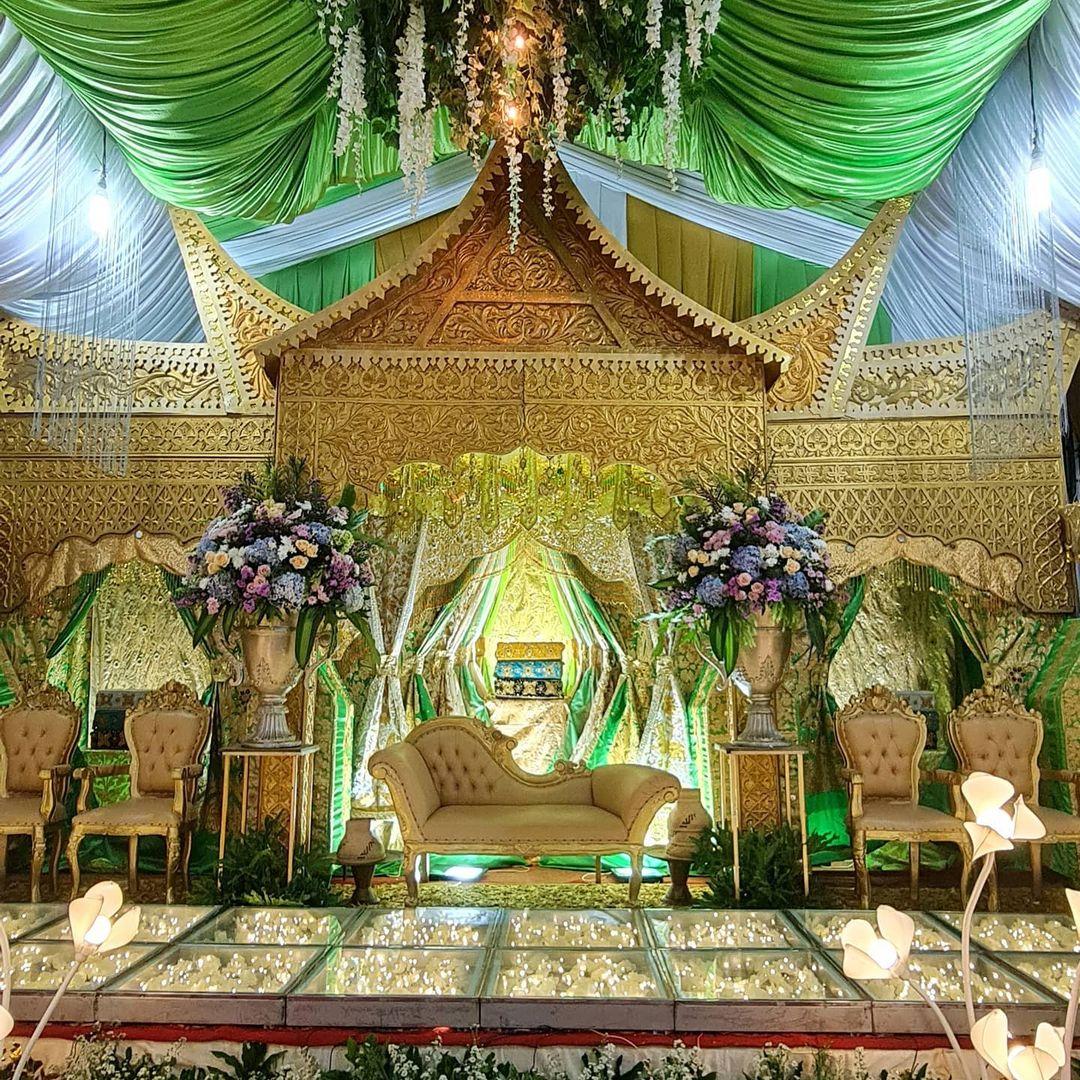 Inpirasi Pelaminan Klasik Dengan Ukiran Rumah Gadang, Minangkabau