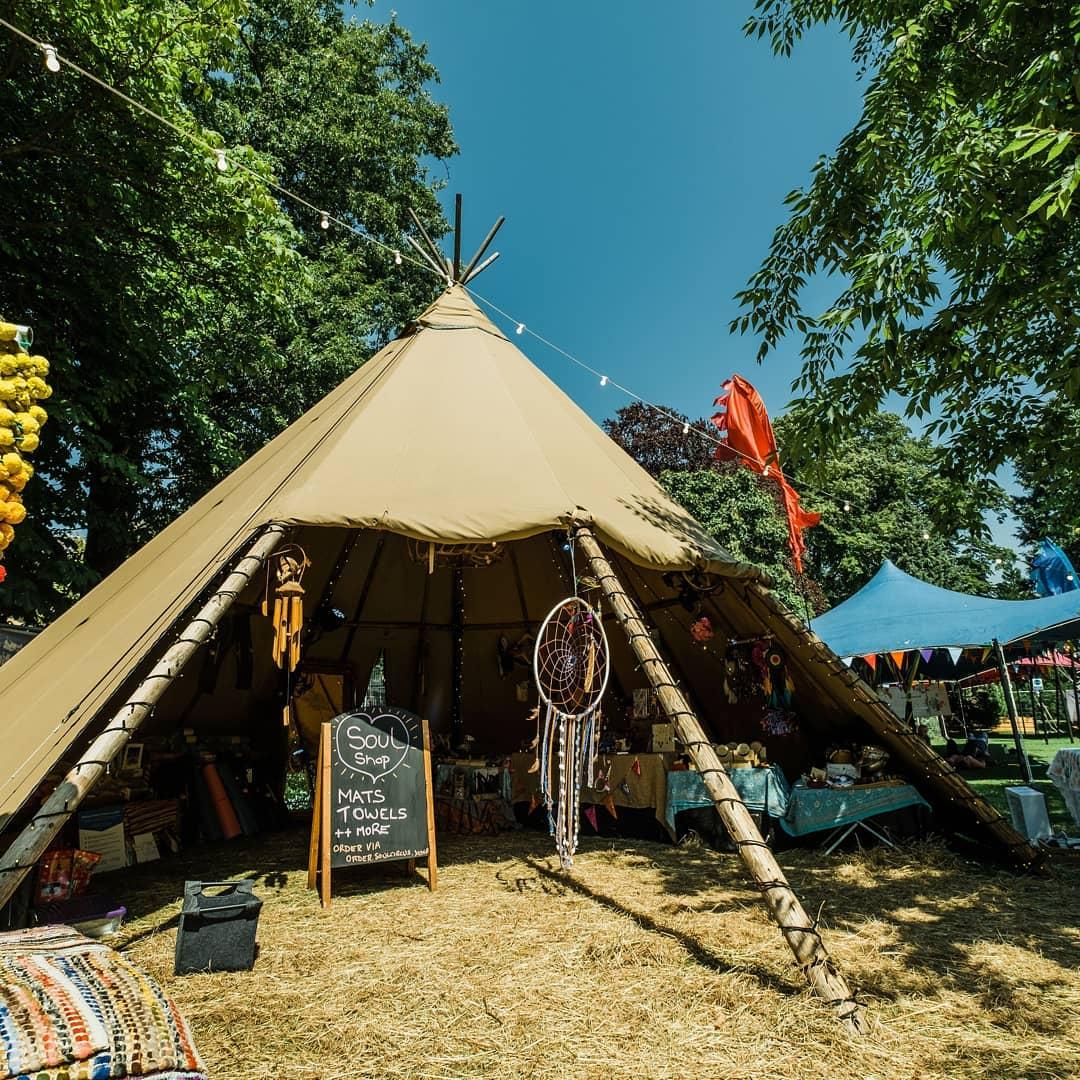 Konsep Contoh Photo Booth Bertema Tenda Indian