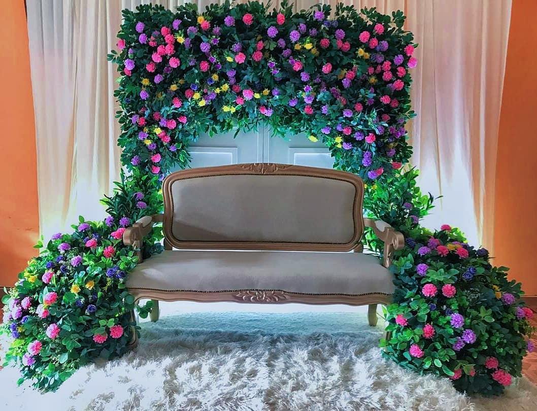 Konsep Photo Booth ini Bertema Sofa