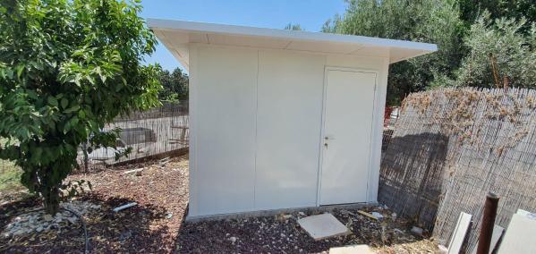 מחסן גינה פאנל מבודד עם דלת חוץ