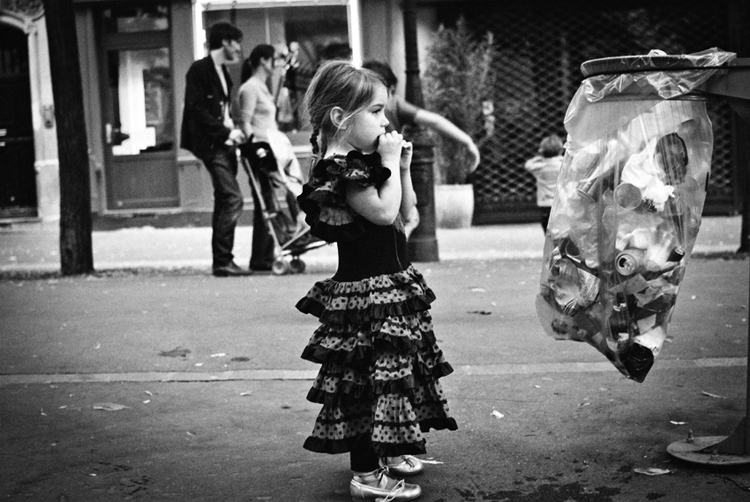 idgraphics-street-photography-the-little-gipsy