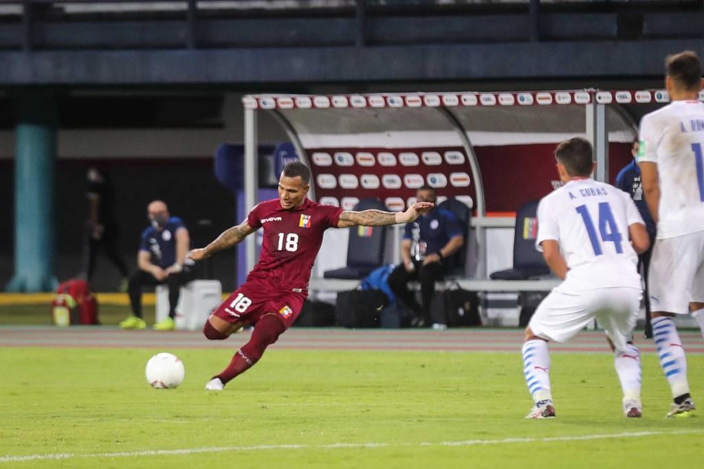 Rómulo Otero estrelló un tiro libre soberbio al palo en la caída de Venezuela 1-0 ante Paraguay.