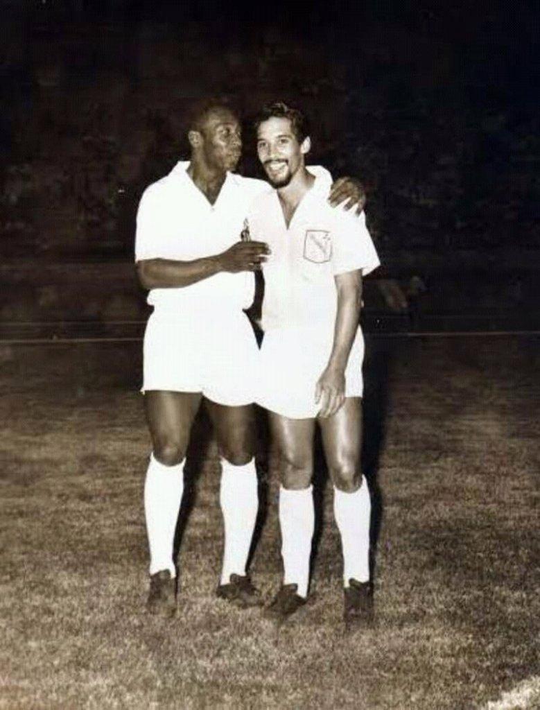 Pelé y Luis Mendoza en Maracaibo. Foto vía Luis Quiroz.