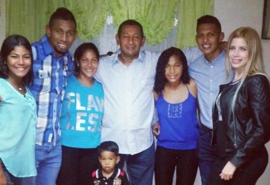 Edson Castillo y su familia