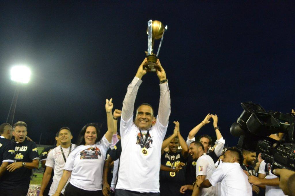 Leo González con Deportivo Lara