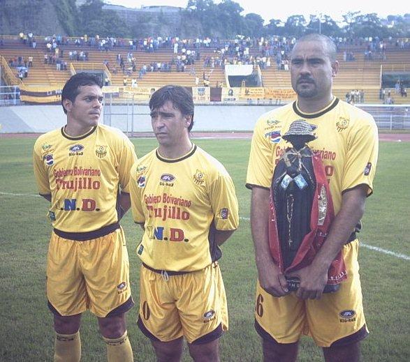 """Leo González en sus tiempos como jugador de Trujillanos, junto con """"Chito"""" Martínez y Martín Brignani - Foto Fernando Bravo"""