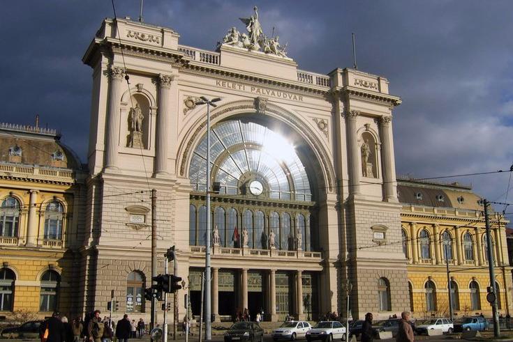 hungary-budapest_keleti_station-_c_tomtsya-shutterstock_33853561-20ff9