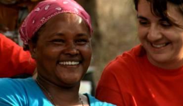 Γυναίκες του κόσμου γελούν παρά τις δυσκολίες και νικούν