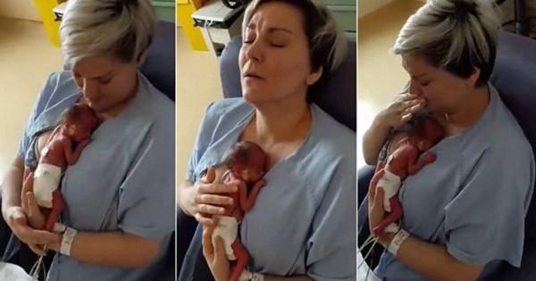 Η απερίγραπτη αντίδραση της μητέρας που για πρώτη φορά αγκαλιάζει το πρόωρο μωρό της