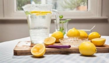Πώς θα φτιάξεις δροσερή light λεμονάδα