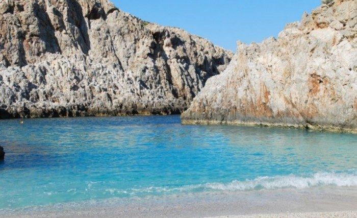 Αποτέλεσμα εικόνας για Η ωραιότερη «άγνωστη» παραλία της Ελλάδας που κοντράρει τον Παράδεισο