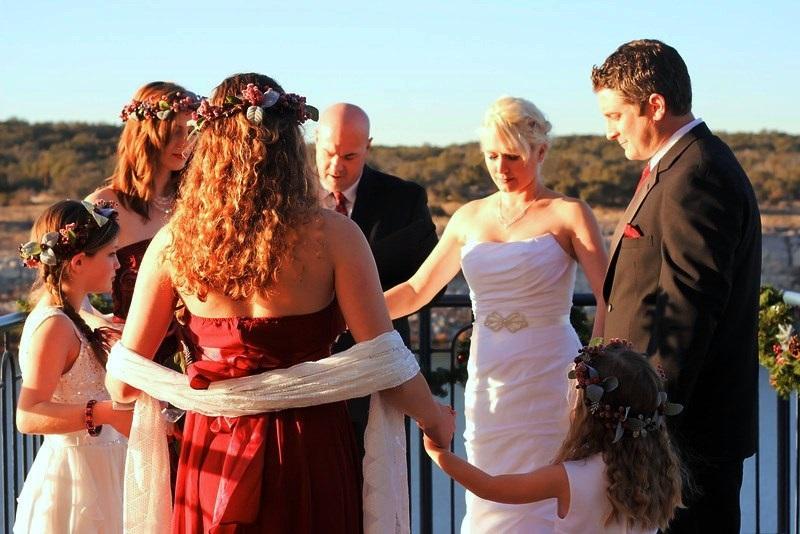 Austin wedding officiant prays for couple