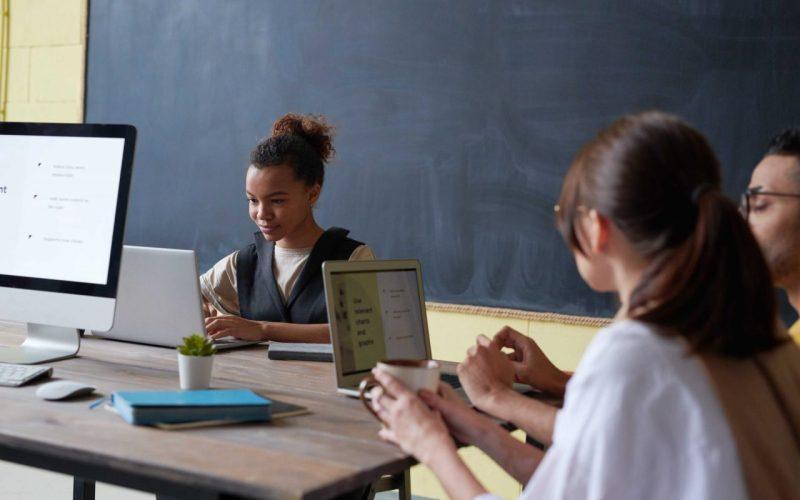 Formas de aprendizado - pessoas com computador