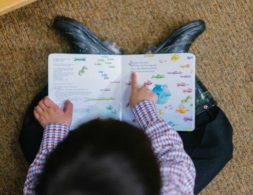 livros para aprendizado: criança lendo
