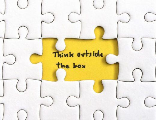 """Quebra cabeças com frase: """"think outside the box"""" ou """"pense fora da caixa"""""""