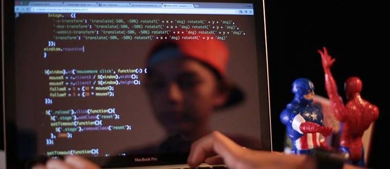 criança programando