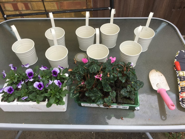 flower pot buckets for pallet project idea