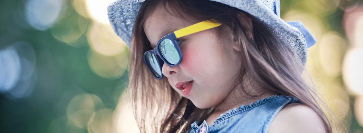 Kids I - IE9011, Young girl wearing Navy/yellow sunglasses