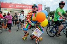 ECF photo clown at the cycle parade