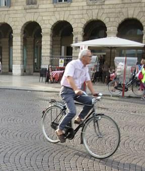older-verona-cyclists-6