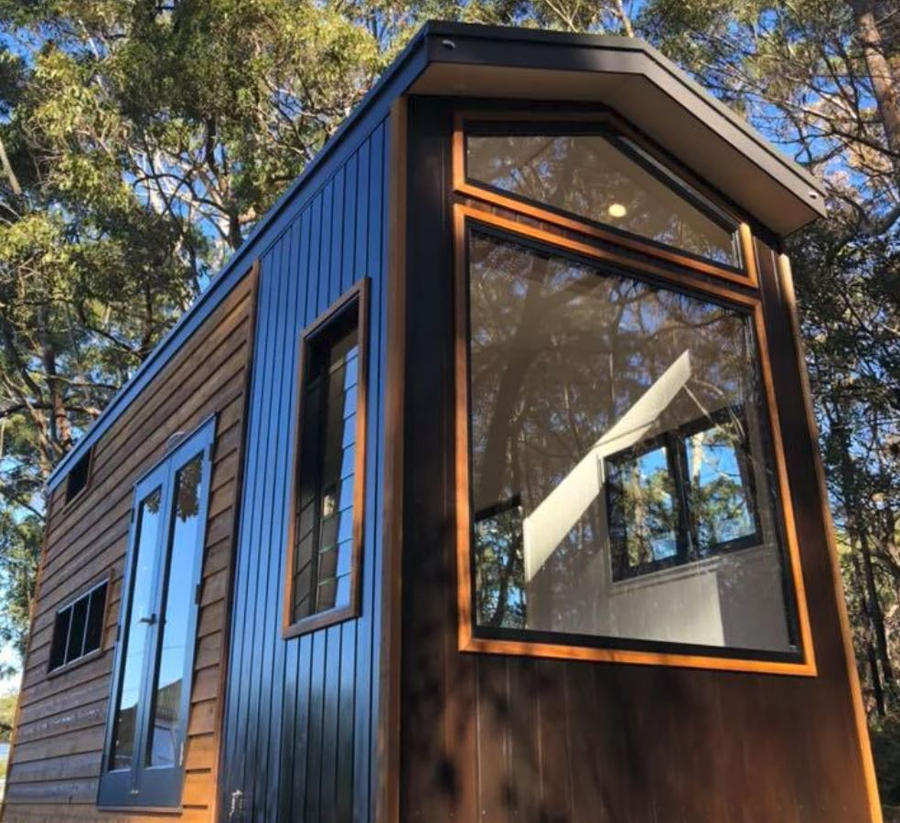 tiny house window5