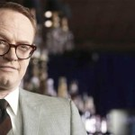 "Jared Harris bem assustador no filme ""The Quiet Ones"""