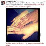 Cassie posta foto das mãos de Jamie e Lily