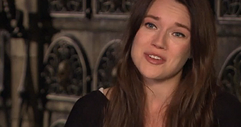 Jemima West diz que fez a dublagem da Isabelle em francês