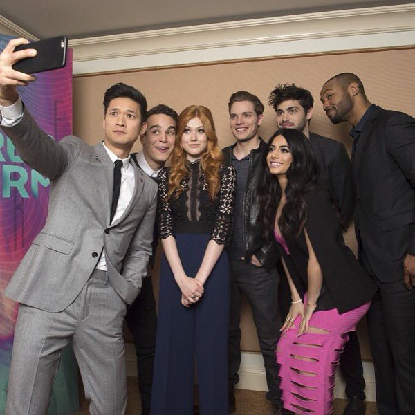 Elenco de Shadowhunters comparece ao Winter TCA 2016