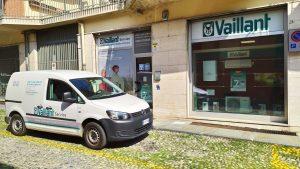 furgone aziendale livrea ufficiale vaillant service ufficio via solari asti