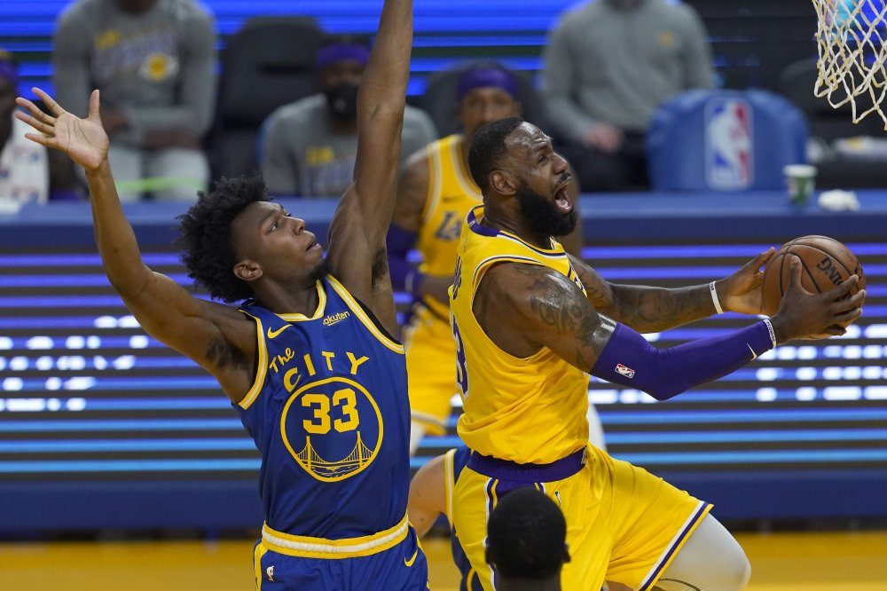 LeBron triple-double leads Lakers rout, Giannis inspires Bucks win   Daily  Sabah