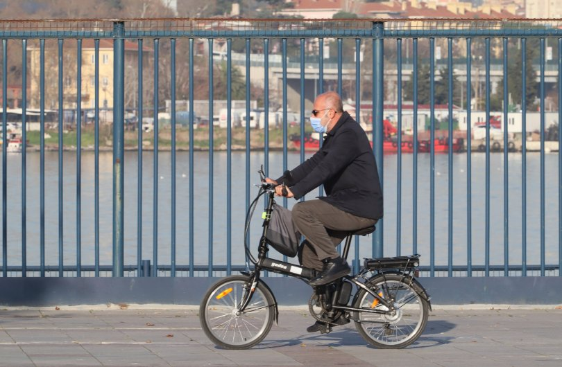 A man with a mask rides a bicycle on a sunny day in January in Kadikoy, Istanbul, Turkey, Jan. 2, 2021. (Shutterstock Photo)
