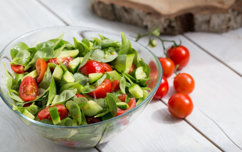 Purslane salad with tomatoes and cucumbers. (Shutterstock Photo)