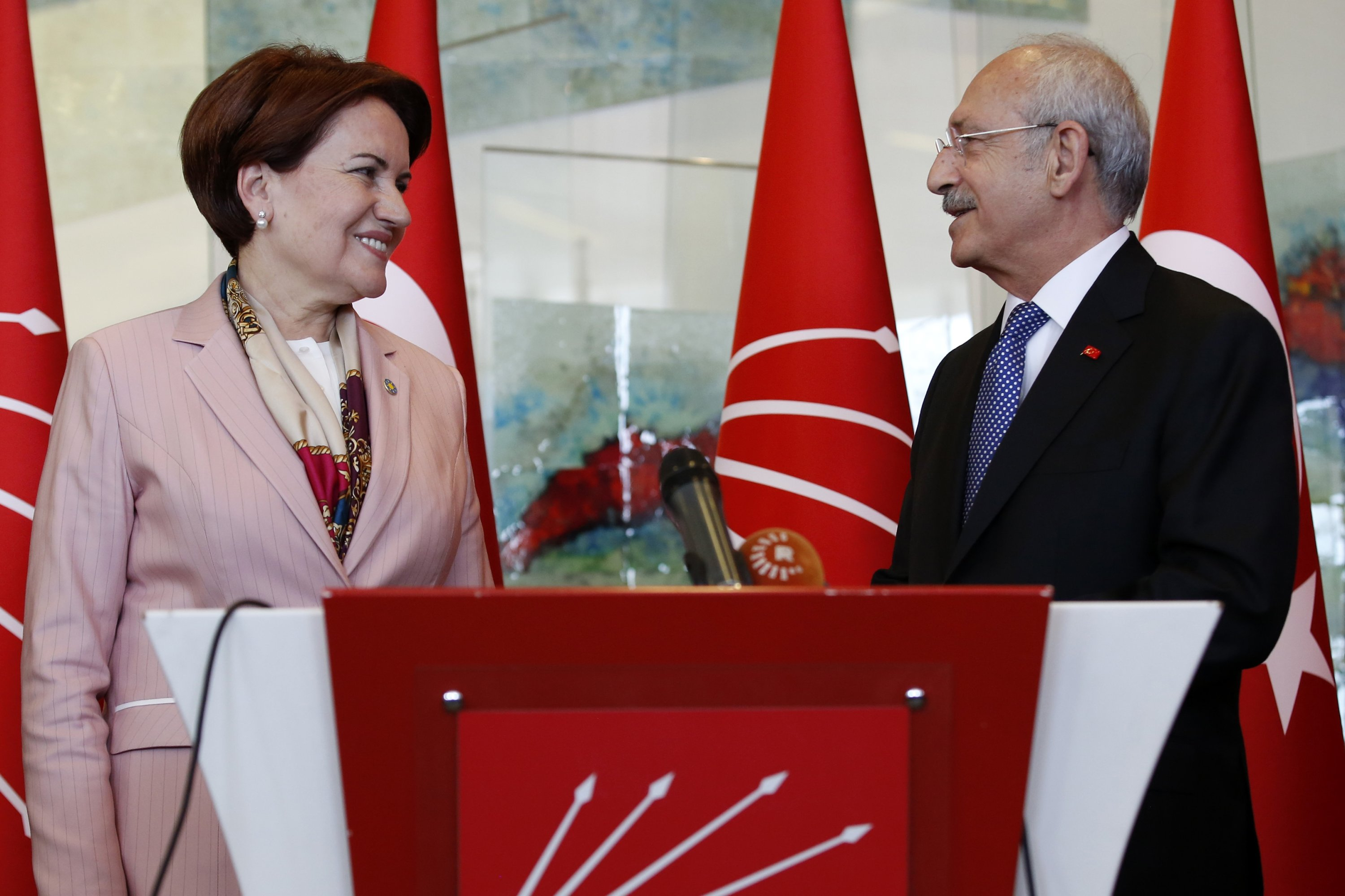 Kemal Kılıçdaroğlu (R), chairperson of the Republican People's Party (CHP), and the leader of the Good Party (IP), Meral Akşener (L), give a joint press conference at CHP headquarters in Ankara, Turkey, April 25, 2018. (Getty Images Photo)