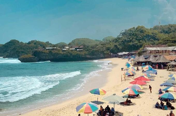 Pesona Pantai Drini Yang Menarik