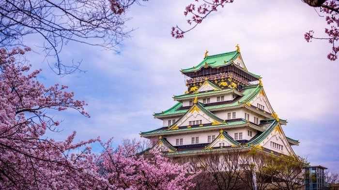 Megahnya Kastil Osaka di Jepang