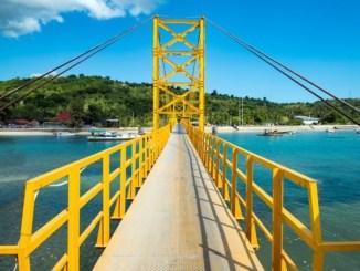 Objek Wisata Yellow Bridge di Nusa Lembongan