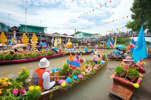 Pasar Terapung Bangkok Yang Bikin Geleng-Geleng