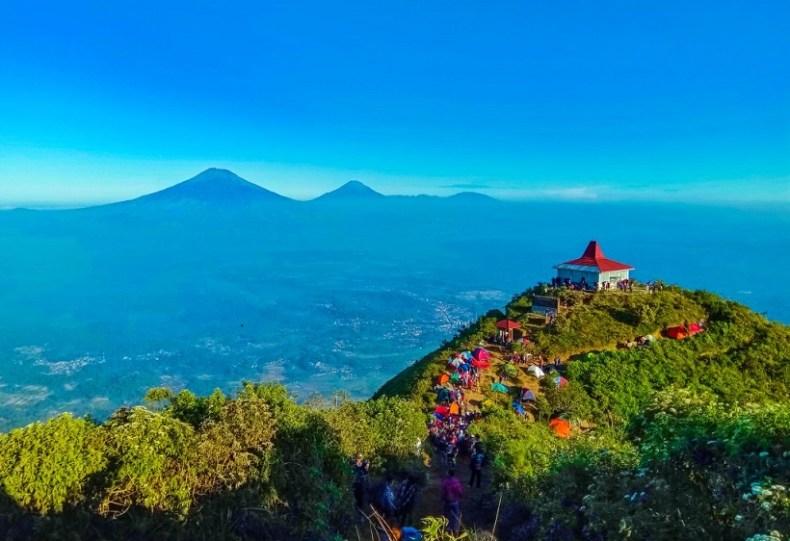 Gunung Andong - Tempat Wisata Populer di Magelang