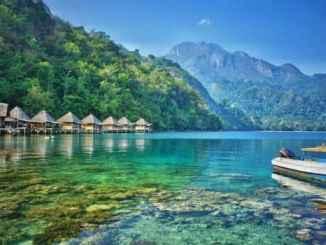 Keindahan Pantai Ora Maluku