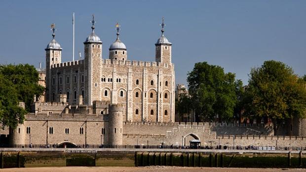 tower of london - tempat wisata populer di london