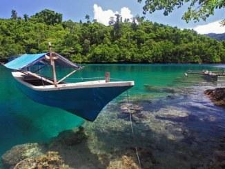 Pantai Sulamadaha - Wisata Ternate Yang Populer